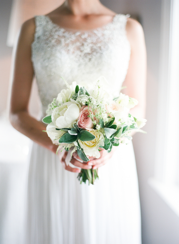 Polly-Alexandre-English-Country-Wedding-bouquet1