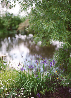Polly-Alexandre-English-Country-Wedding-pond16