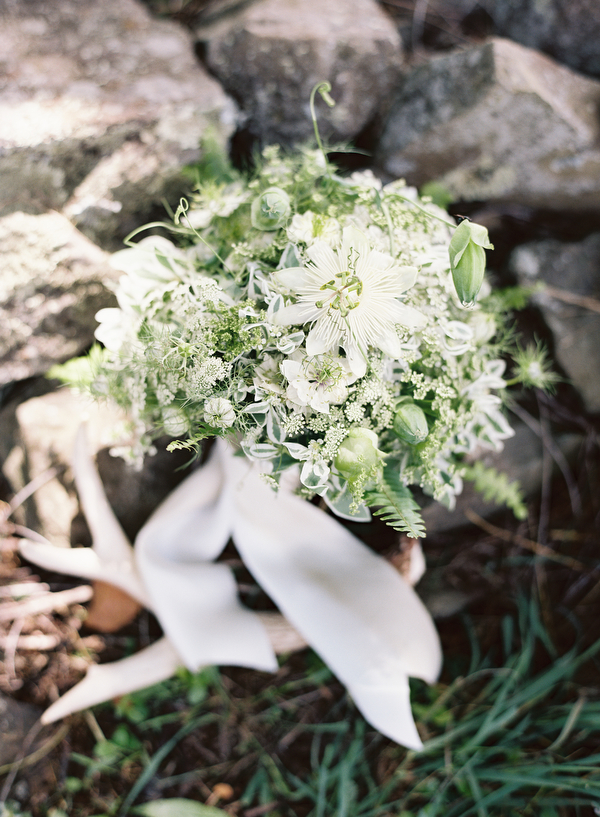 eric-kelley-white-green-bouquet3