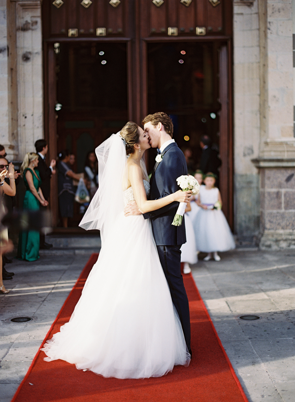eric-kelley-mexico-wedding-cathedral-red-carpet