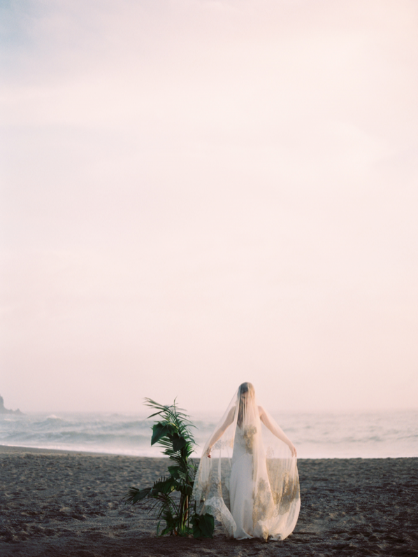 erich-mcvey-ginny-au-seaside-wedding-ideas-ethereal-wedding