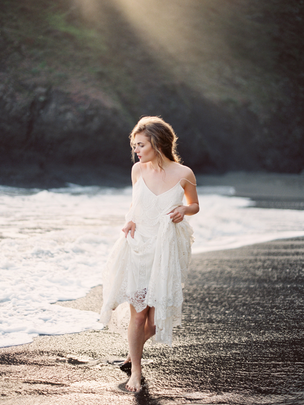 erich-mcvey-ginny-au-seaside-wedding-ideas-ocean-beach-wedding