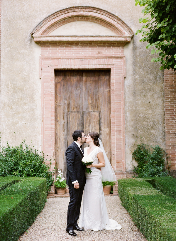 italian-wedding-villa-ideas-bride-groom