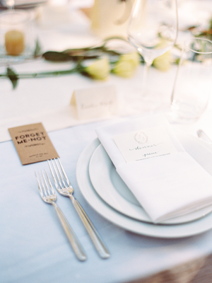 kelli-elizabeth-place-setting-wedding-reception