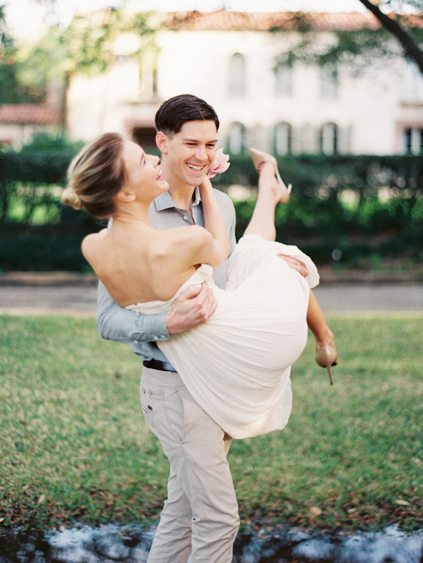 natural-classic-outdoor-engagement-session