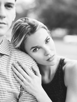 natural-outdoor-engagement-session-black-and-white
