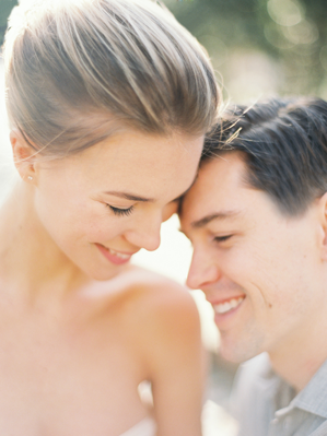 natural-outdoor-engagement-session-light-simple