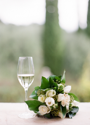 white-bouquet-champagne-italy
