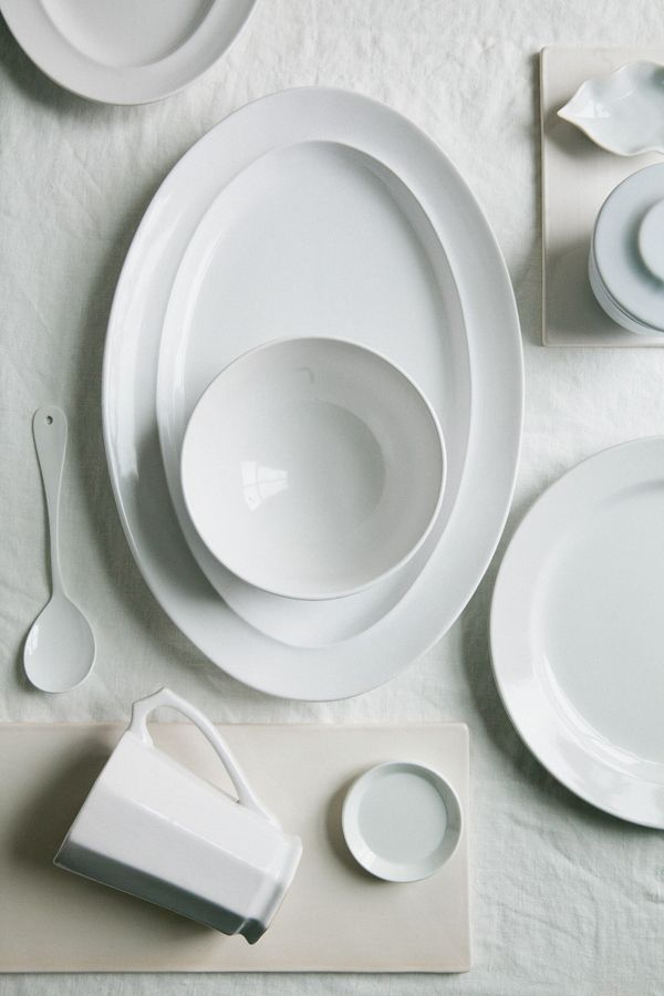 Simple White Homeware Roundup from Zola