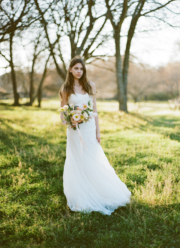 heather-hawkins-bridal-portrait-outside-poppy-bouquet