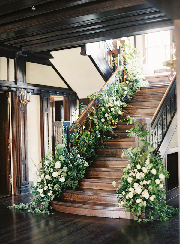 rylee-hitchner-ginny-au-inside-wedding-ideas-florals-garland-staircase