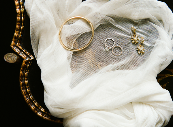 styled-jewelry-shot-wedding-ginny-au
