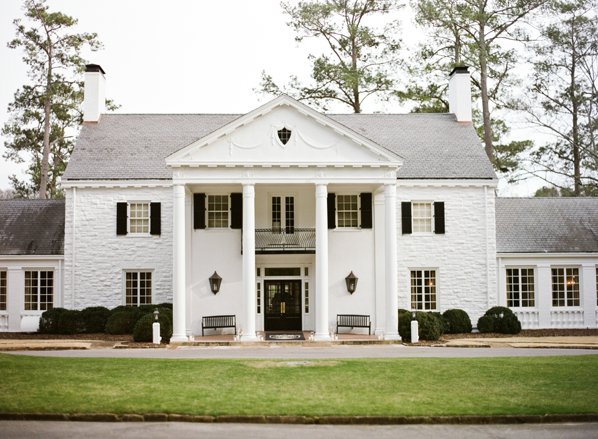 white-colonial-house-wedding