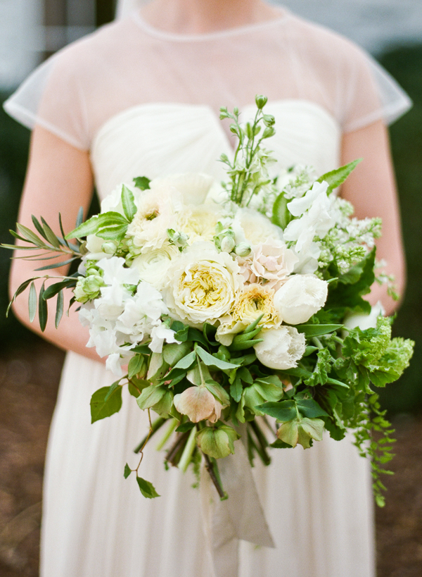 white-organic-wedding-bouquet-ginny-au