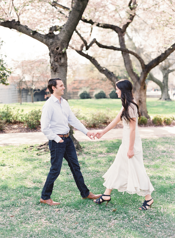 natural-spring-outdoor-engagement-session-ideas