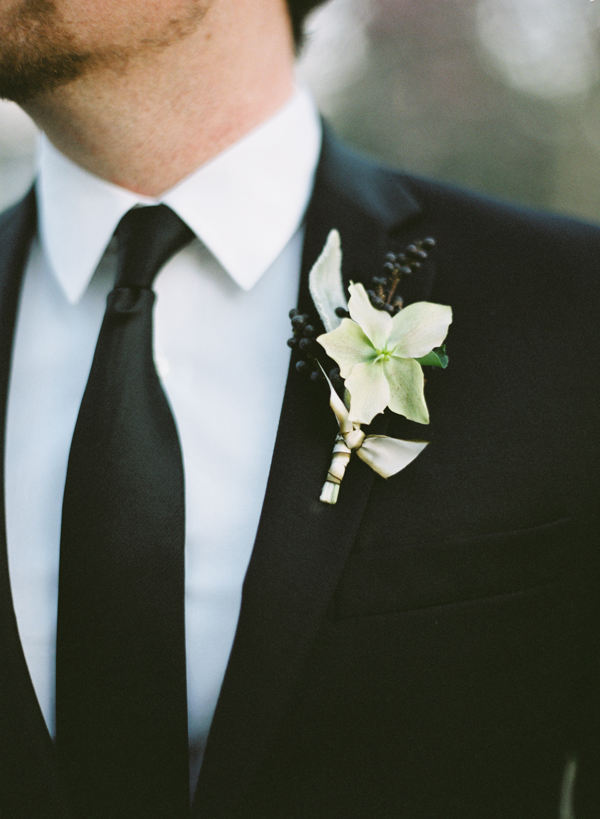 neutral-wedding-flowers-bout