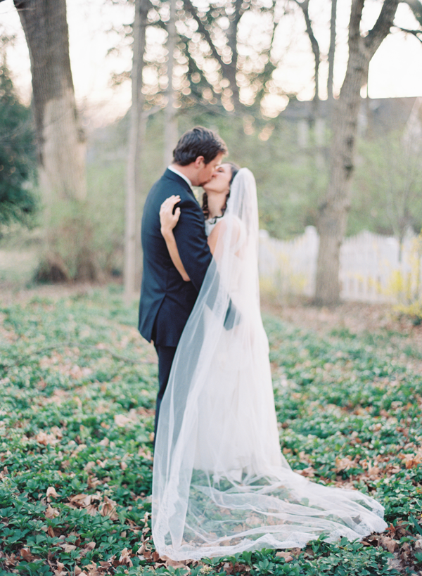 neutral-wedding-ideas-long-veil