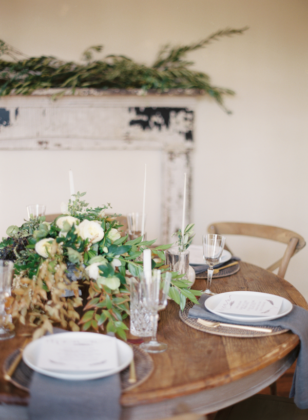 neutral-wedding-ideas-place-setting-table