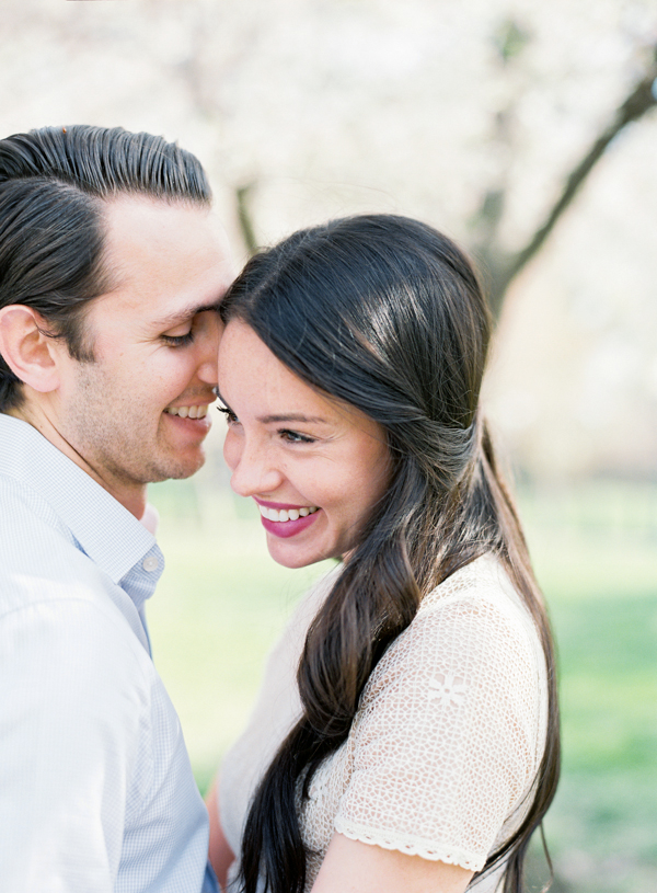 outdoor-spring-engagement-session-ideas