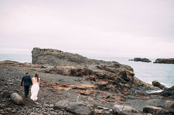 romantic-iceland-elopeent-wedding-beach