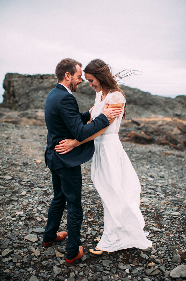 romantic-modern-iceland-wedding-beach