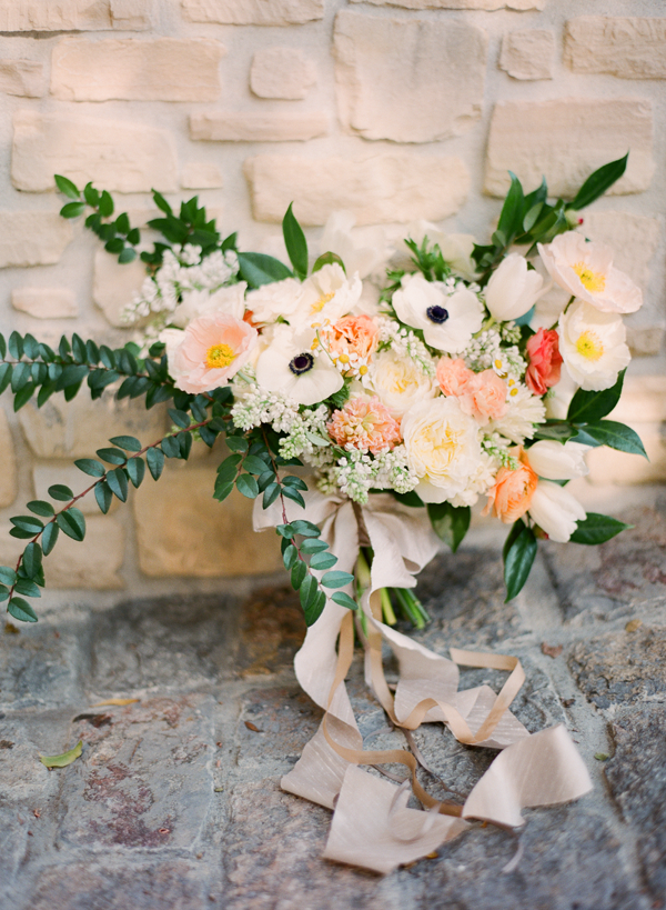 romantic-vintage-soft-wedding-bouquet