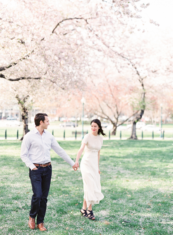 spring-engagement-session-outdoor-ideas