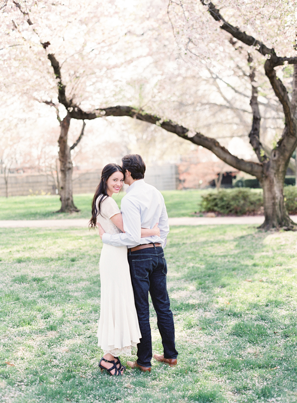 spring-outdoor-engagement-cherry-blossom-ideas