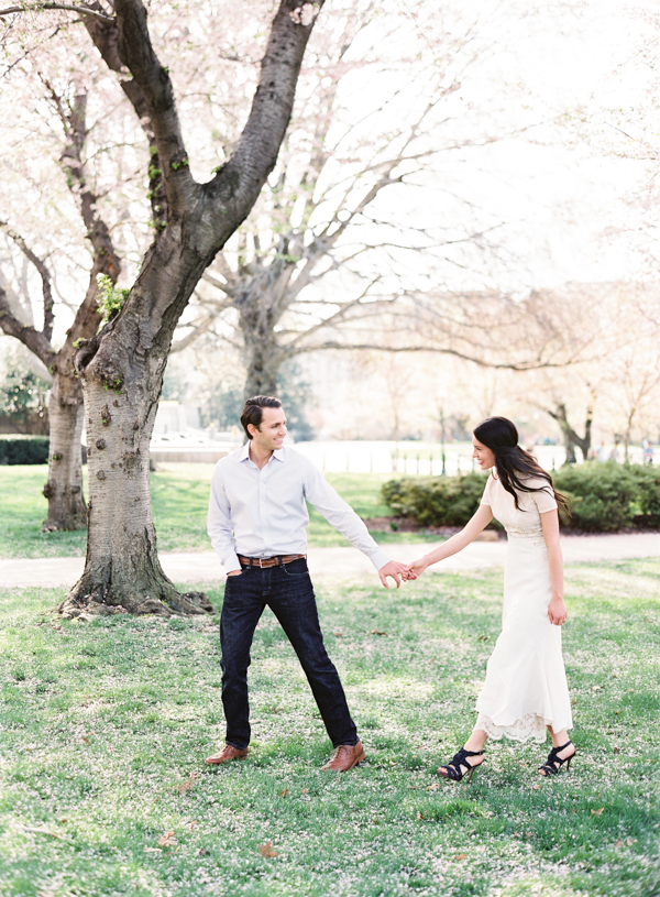 spring-outdoor-engagement-session-ideas