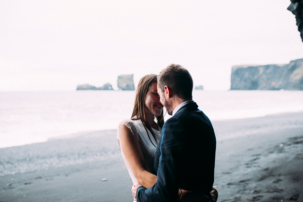 wedding-iceland-elopement-beach