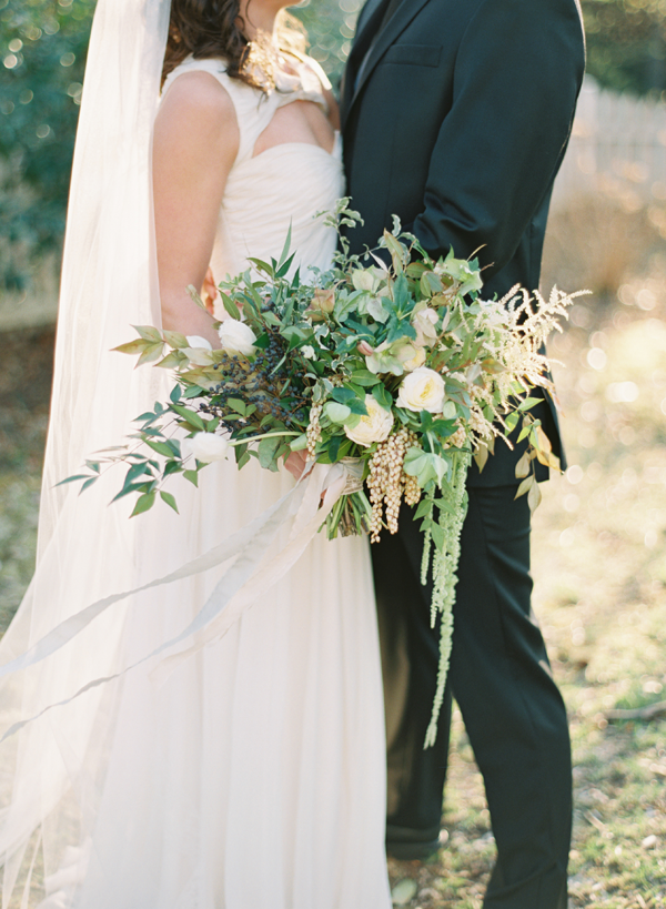 white-neutral-wedding-ideas-bouquet