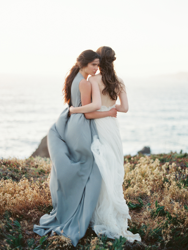 bride-bridesmaid-wedding-photography