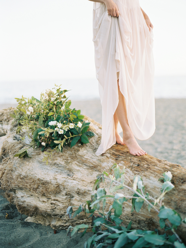 elegant-beach-engagement-photos