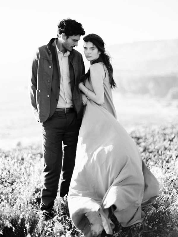 ethereal-engagement-photo-ideas-black-and-white