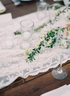lace-runner-wedding-ideas