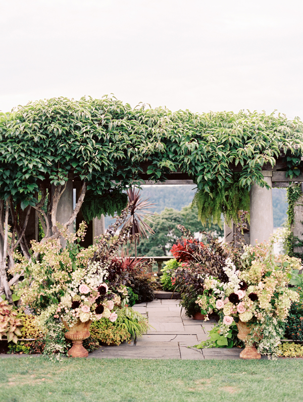 saipua-wedding-flowers-arch