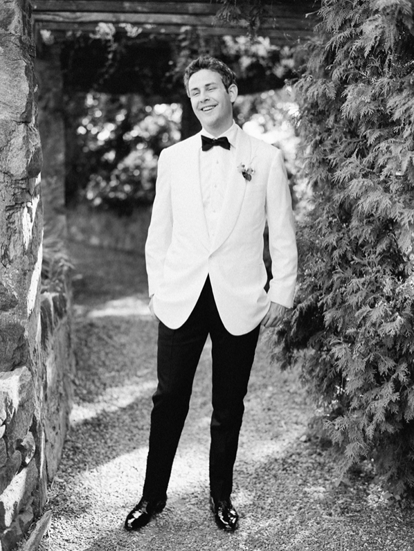 white-dinner-jacket-groom-wedding
