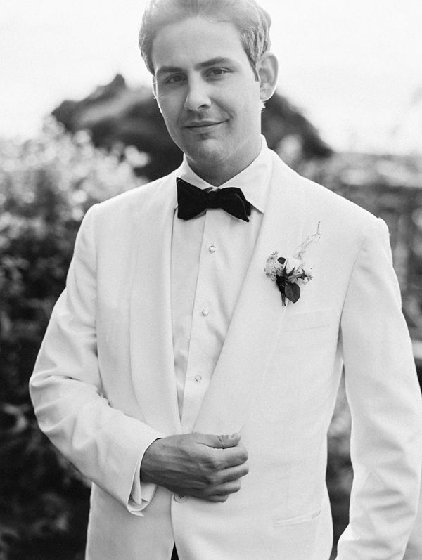 white-jacket-black-tie-groom
