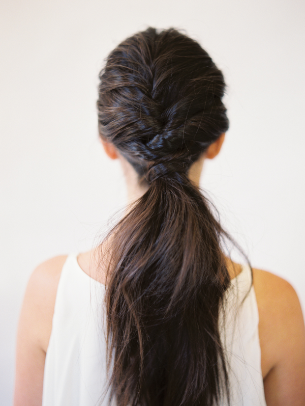 DIY WEDDING HAIR: TOUSLED LAYERED PONYTAIL