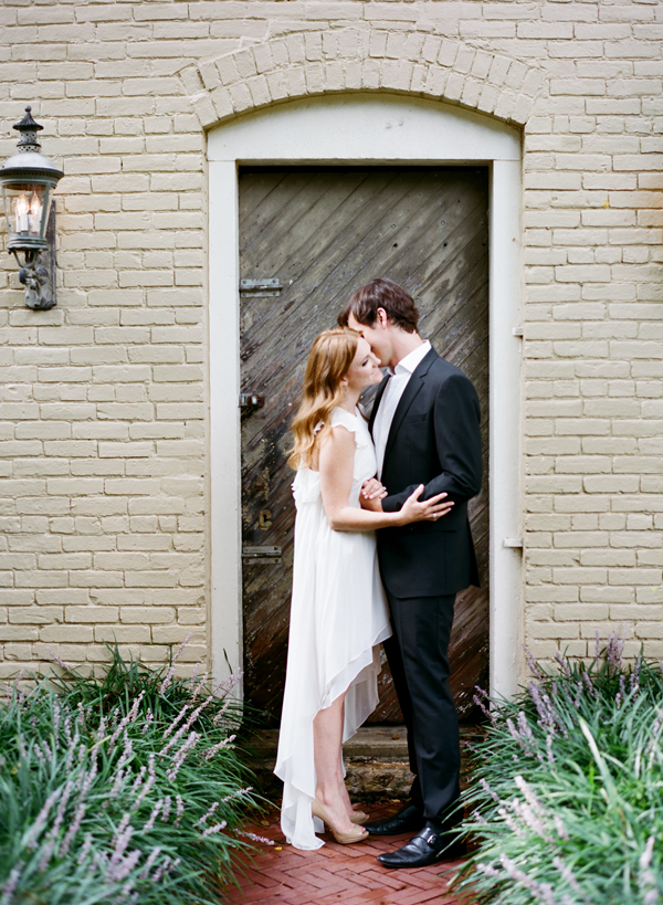 elegant-engagement-session-photo-ideas