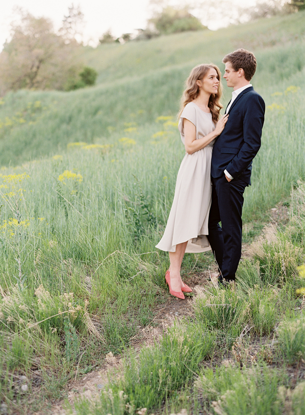 Sweet Outdoor Engagement Session Oncewed Com
