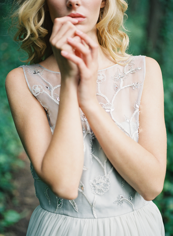 delicate-and-modest-wedding-dress-ideas