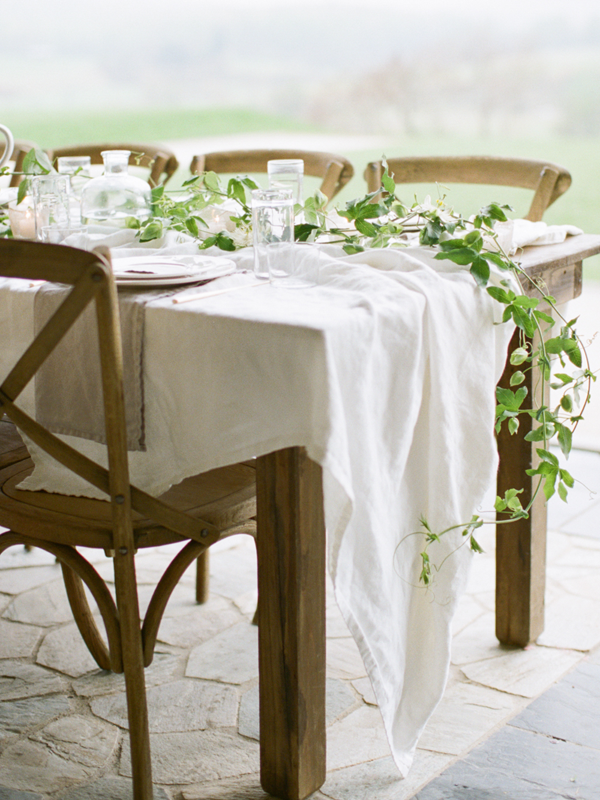 delicate-vine-tablescape-wedding-ideas