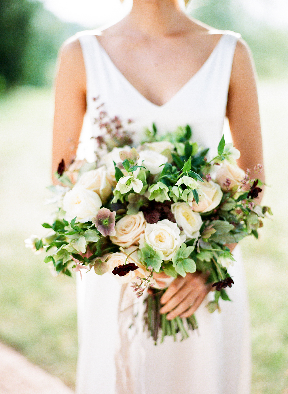 hellebore-wedding-bouquet-white-green