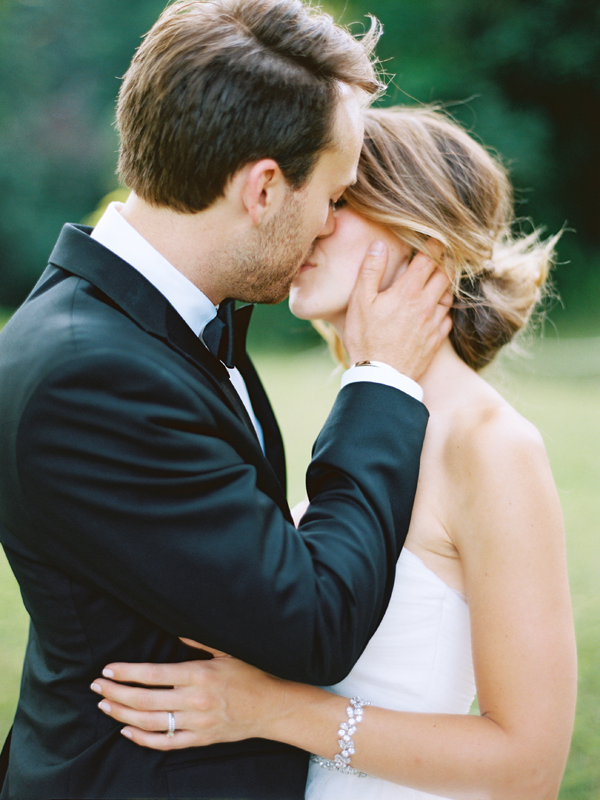 kiss-wedding-photo-ideas