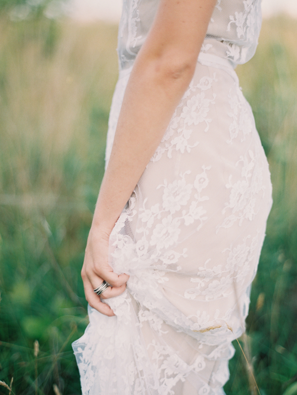 Delicate Outdoor Bridal Portraits