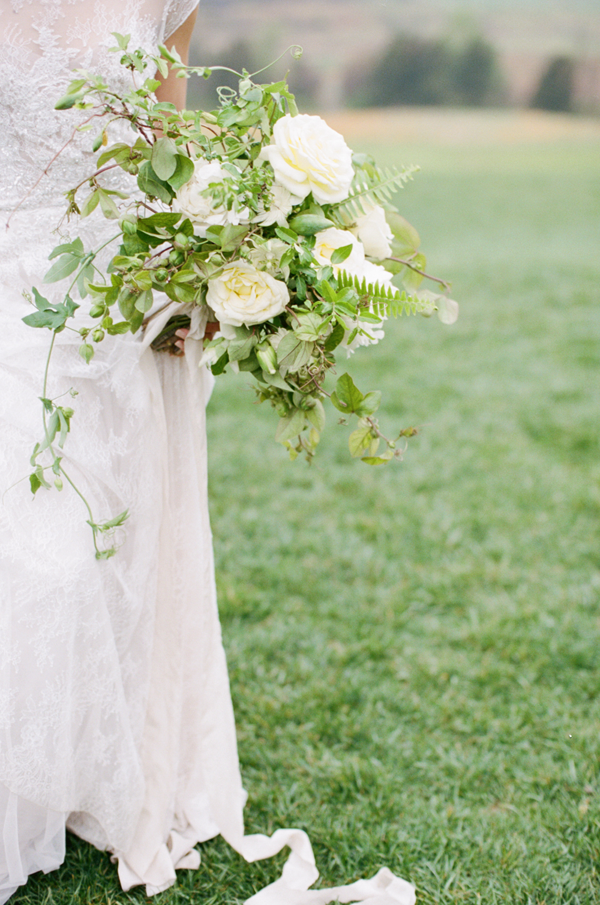 organic-white-and-yellow-wedding-bouquet
