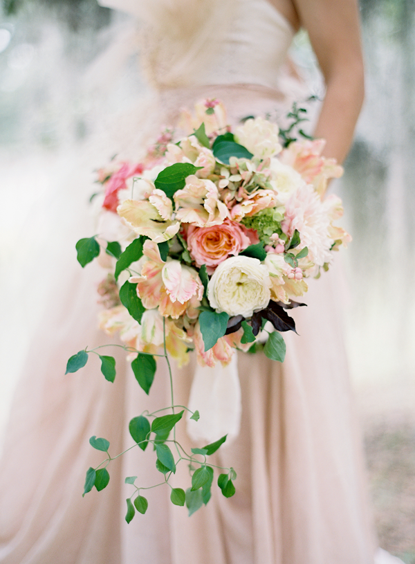 peach-wedding-bouquets