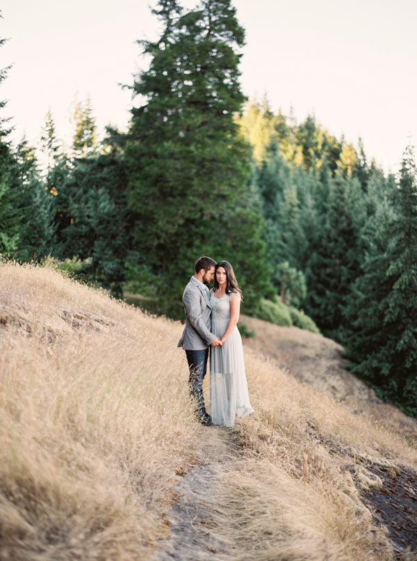 sweet-outdoor-oregon-engagement-photography
