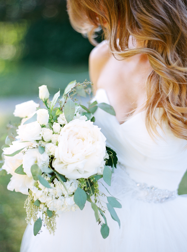 white-peony-wedding-bouquet-ideas